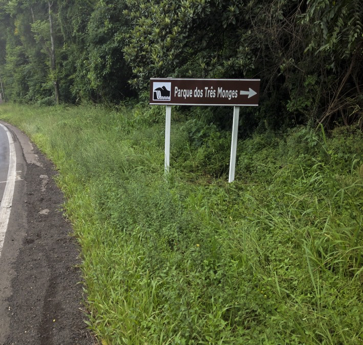novas-placas-de-sinalizacao-turistica-sendo-instaladas-3589