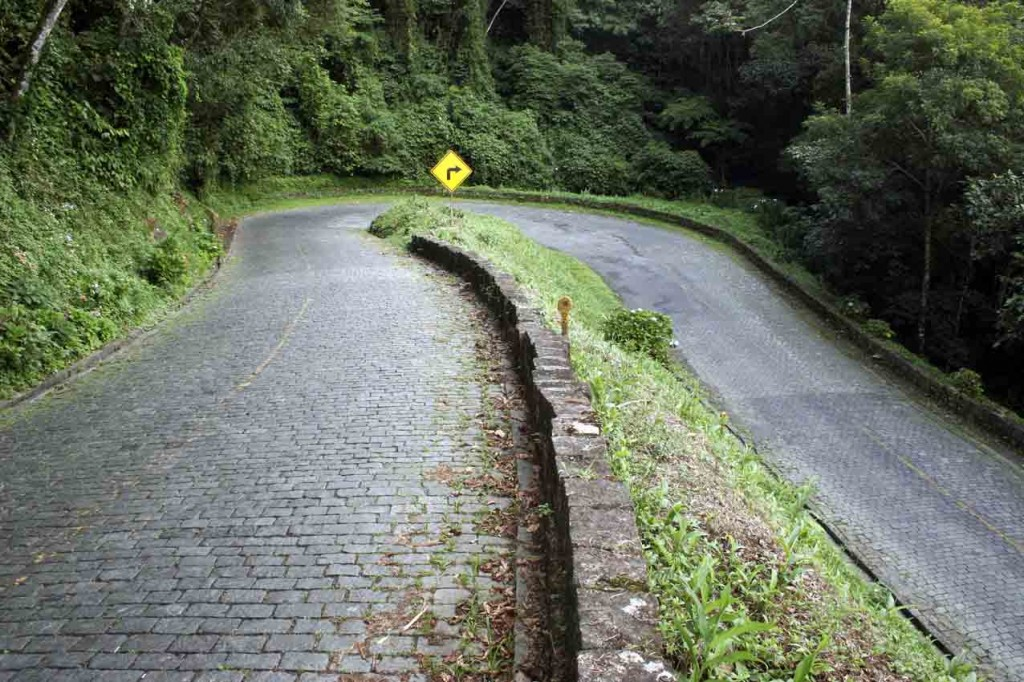 18-04-07- Quatro Barras - Vistas da PR 410 conhecida como Estrada da Graciosa terá o trafego de ônibus de turismo proibido.