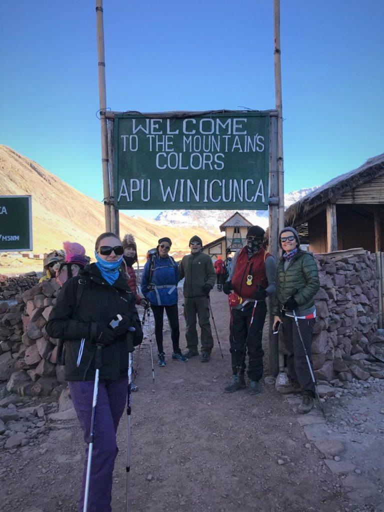 Concentração para subir na Montanha das Sete Cores